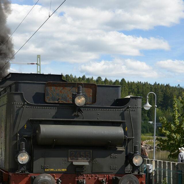 https://udokoepke.de/wp-content/uploads/2021/06/Bahn-640x640.jpg